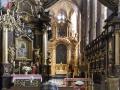 4 Krakau-kerk met biddende man.jpg